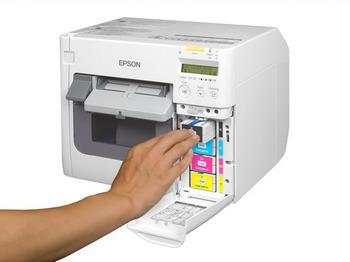 80a4c54d30 Az Epson bemutatta a TM-C3500 címkenyomtatót, amely számos iparág számára  kínál megoldást a színes címkék házon belüli nyomtatására.